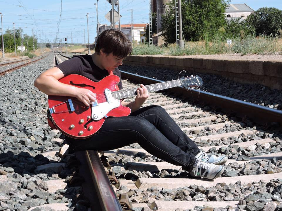 inmajimena con guitarra