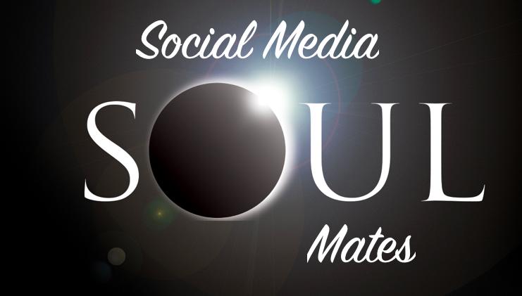 Con tu alma gemela 🥰 en Social Media todo es más bonito